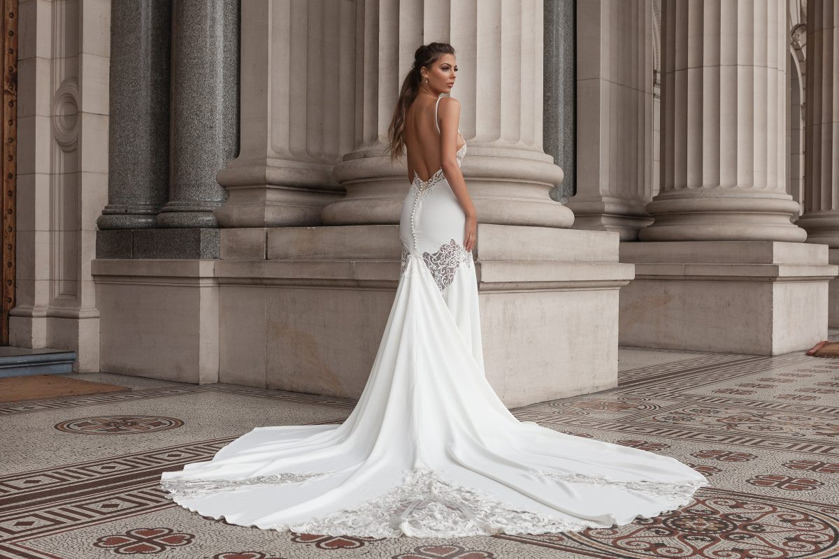 Detachable train wedding dress with low back