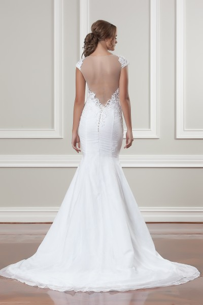 Sleek Fitted Wedding Dress Melbourne