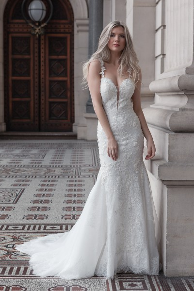 Mermaid gown of exquisite lace Melbourne